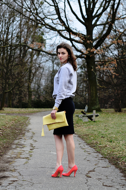 Sweatshirt / Pencil skirt / Yellow bag - Donna Iveh Fashion Blog